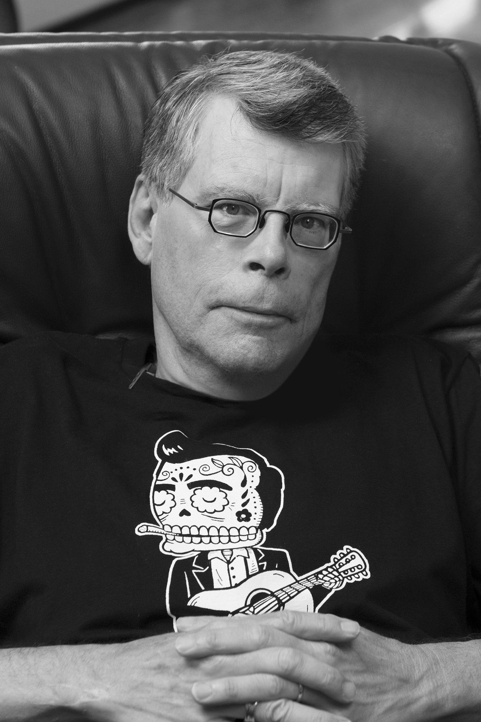 on writing stephen king read online When i read the last page, closed the book, and lodged it in a place of importance on my office bookshelf, i finally started calling myself a writer i've never looked back, and i owe a debt of gratitude to stephen king wherever you are on your journey to the writer's life, check out on writing or the harder-to-find companion.